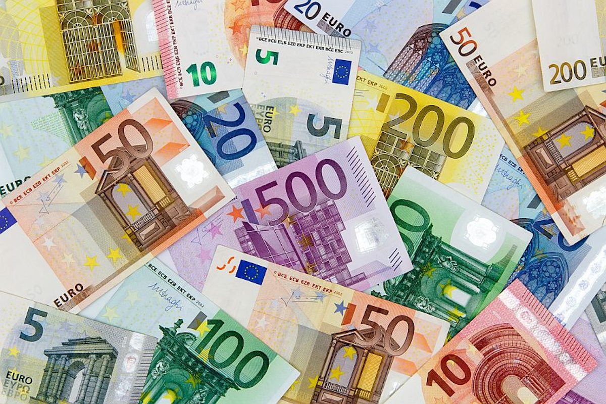 Different Euro banknotes from 5 to 500 EuroDifferent Euro banknotes from 5 to 500 Euro